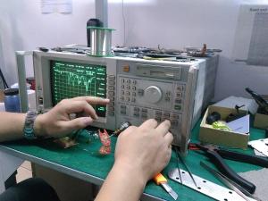 Engineer performing antenna efficiency test